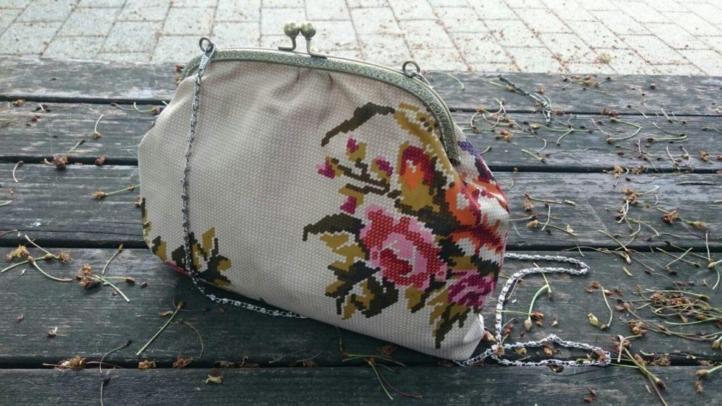 floral, vintage looking, metal framed, canvas bag
